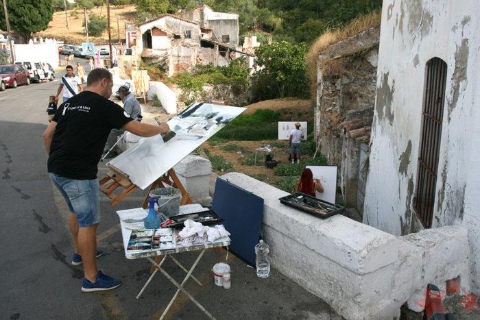 Jaime Jurado realizando su obra