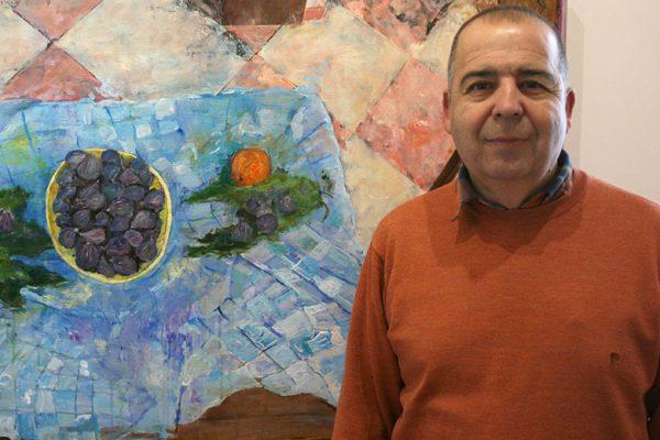 Paco Solano junto a su obra ganadora de la edición 2016