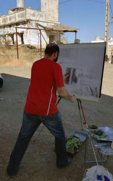 Paco Rojas realizando su obra (© Facebook Ayto)