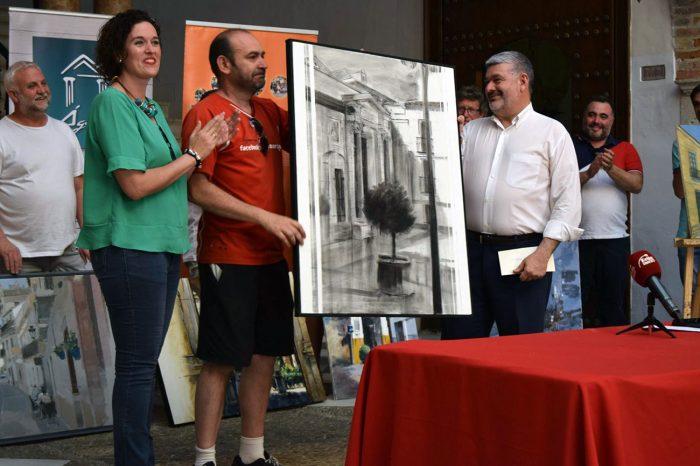 Paco Rojas recoge su premio (Asoc. Óleo Sobre Lienzo)