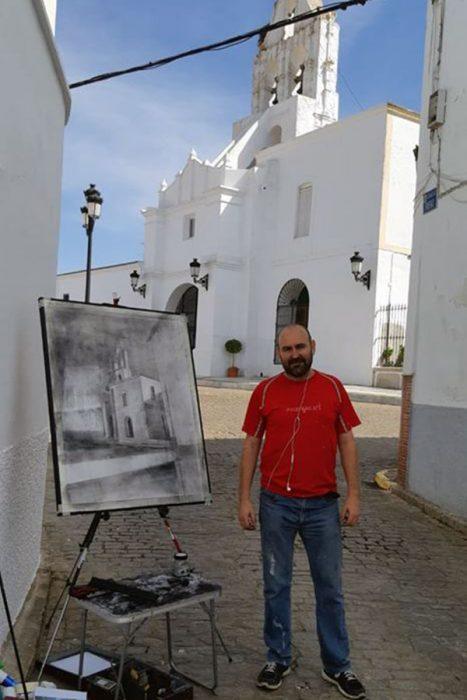 Paco Rojas elaborando su obra