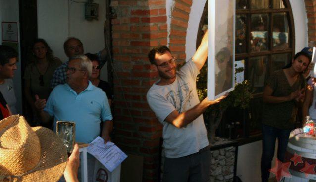 Eduardo Query recogiendo su premio
