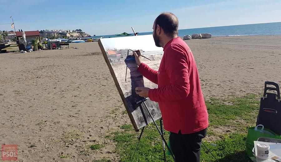 Paco Rojas realizando su obra