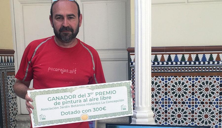Paco Rojas recogiendo el premio en el Jardín Botánico