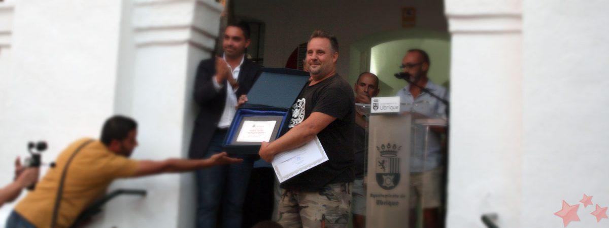Abraham Pinto recogiendo el premio