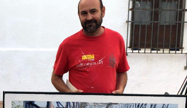 Paco Rojas recogiendo el premio