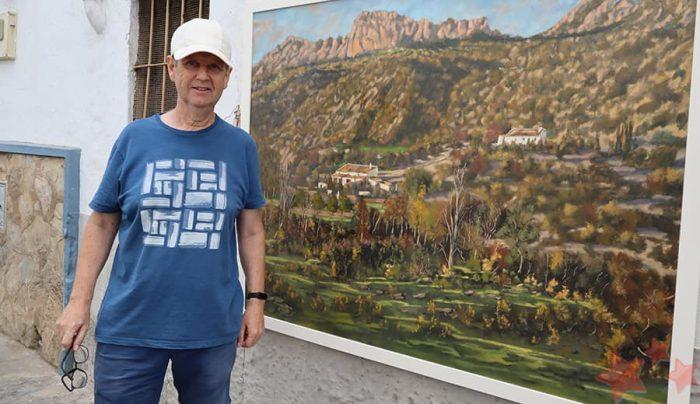 Blas Ríos junto a una de sus obras